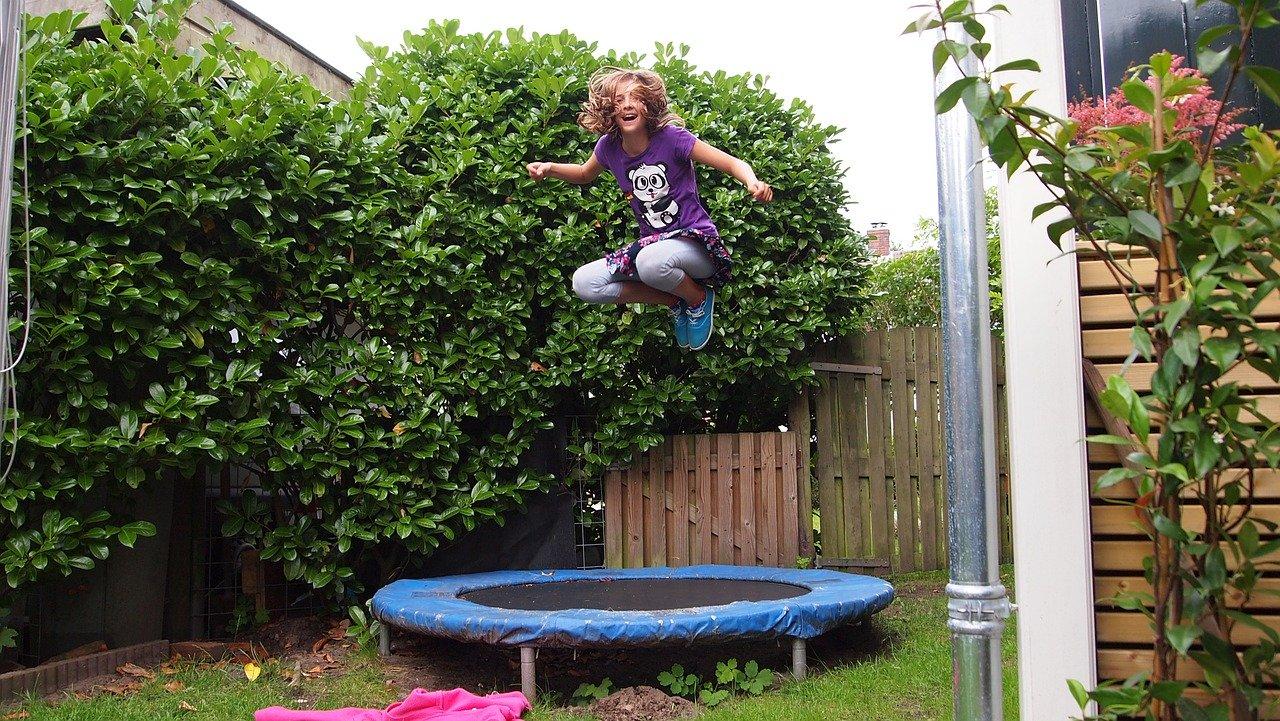 Auch solch kleines Gartentrampolin kann für richtig Spaß sorgen.