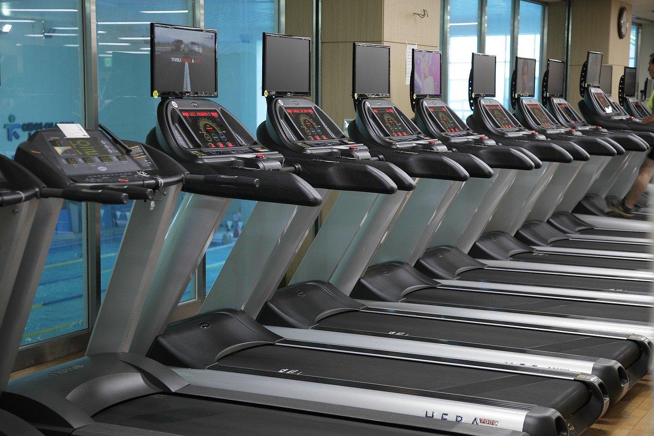Laufbänder gehören zur Grundausstattung eines jeden Fitnessstudios.