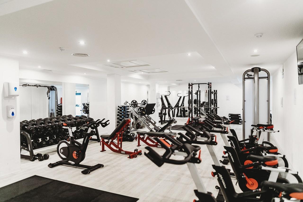 Auch in vielen Fitnessstudios kommen die bequemen Liegeergometer gut an.