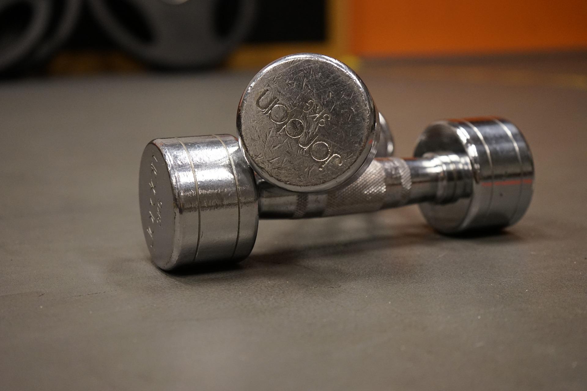Unterarmtrainer auch mit Kurzhanteln trainieren