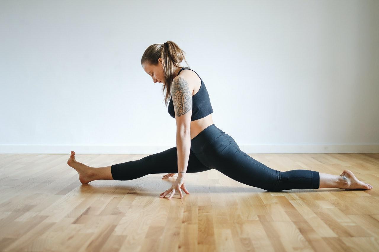 Mit regelmäßigem Training mit dem Beinspreizer, kannst Du bald einen Spagat.