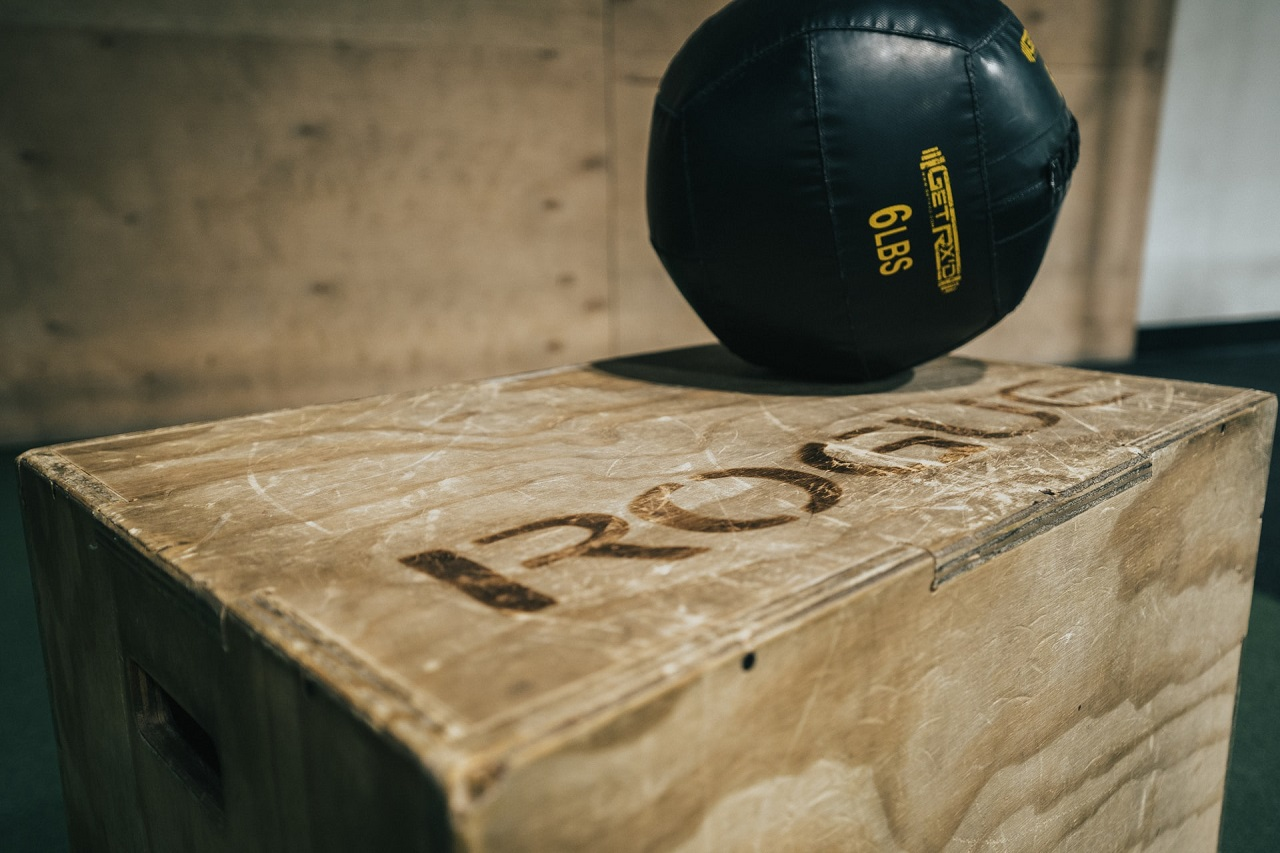Plyo-Boxen gibt es in vielen unterschiedlichen Größen. Die meisten Boxen bestehen übrigens aus Holz.