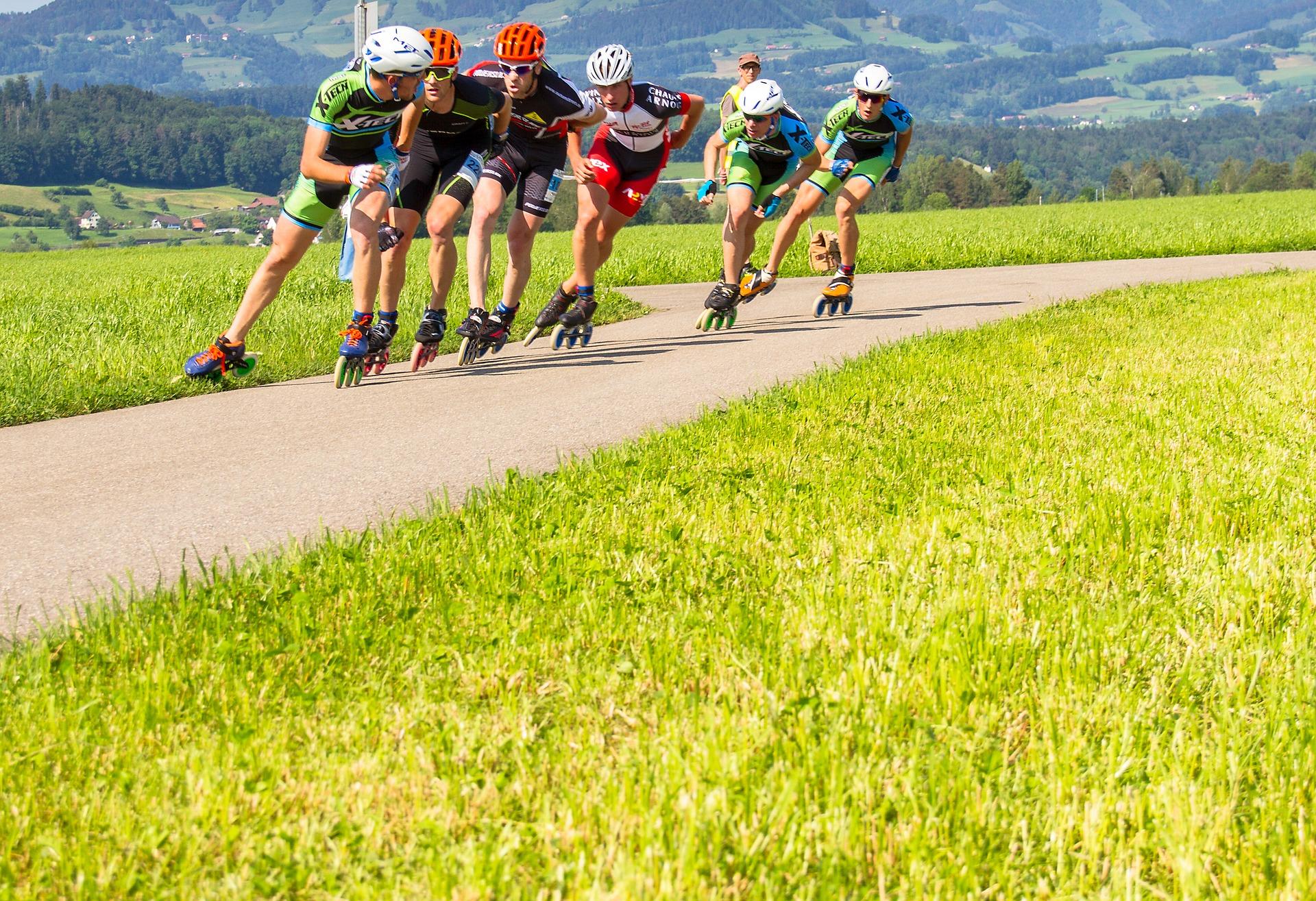 Speed Skaters hohe Geschwindigkeiten erreichen