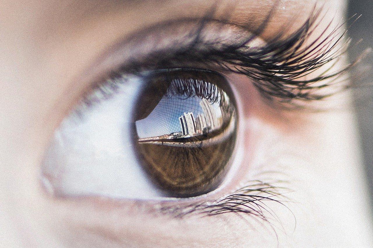 Astaxanthin Präperate werden unter anderem zu Vorbeugung von UV-Schäden am Auge eingesetzt.