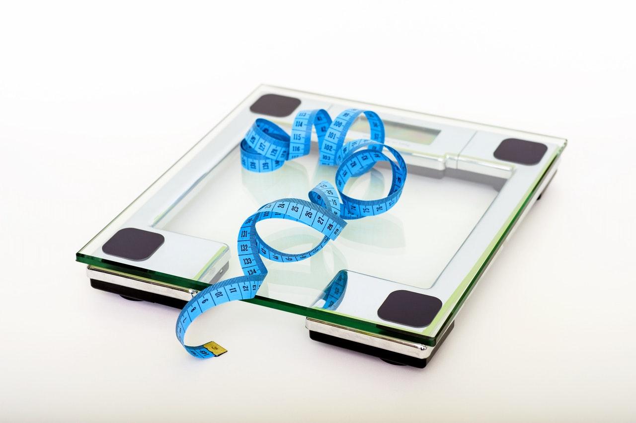 Der Abnehmeffekt wird durch die geringe Kalorienanzahl hervorgerufen. So kannst Du mit einem gutem Diätpulver schnell Dein Gewicht reduzieren.