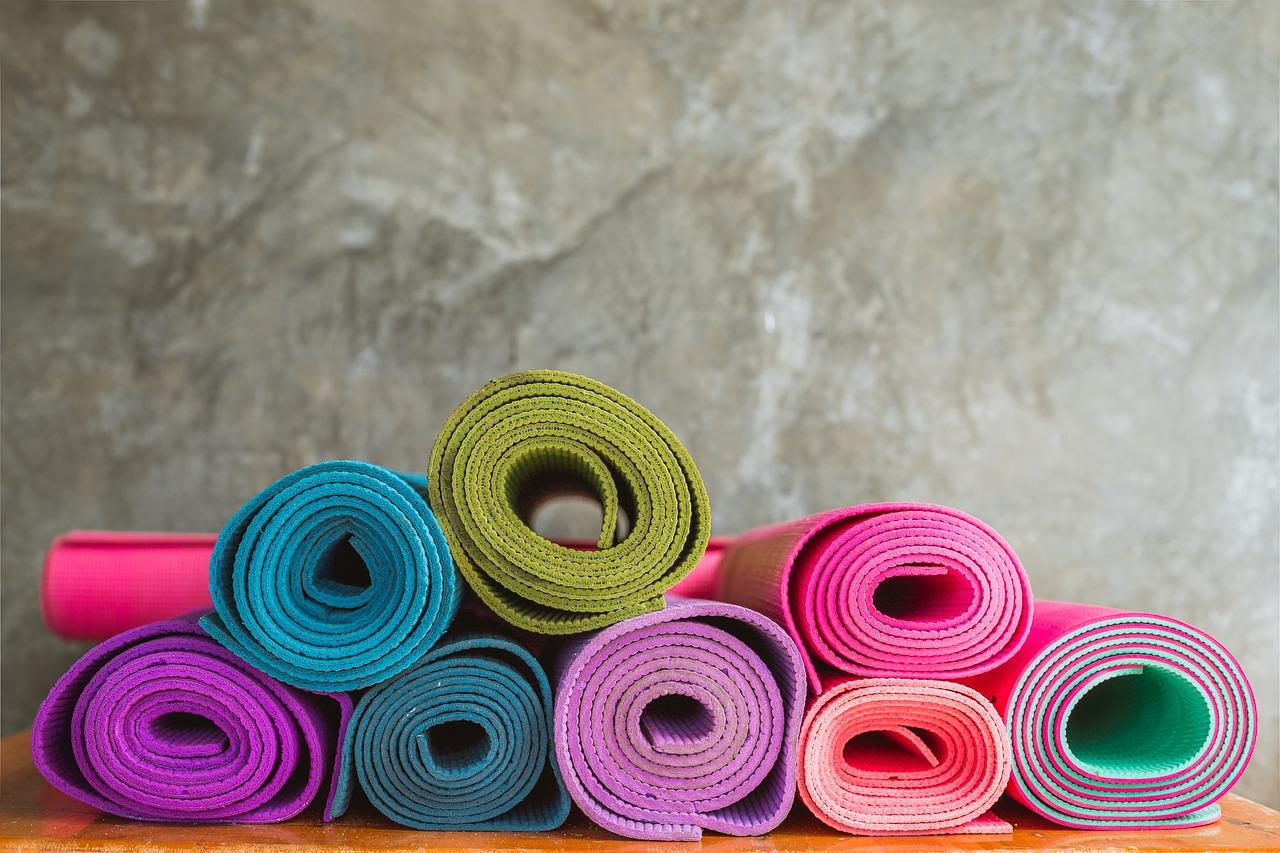 Yogamatten gibt es in den unterschiedlichsten Desings.