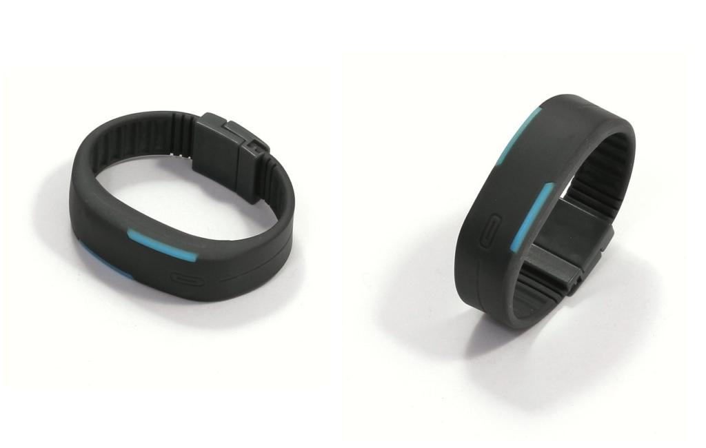 Ein Fitness-Armband hilft Anfängern, beim Sport motiviert zu bleiben und unterstützt Fortgeschrittene dabei, die Trainingseinheiten und Abläufe zu optimieren.