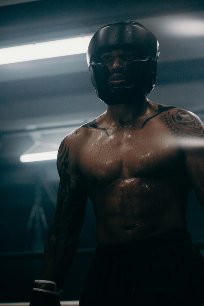 Gerade bei Sportarten wie MMA oder Kickboxen gehört ein Tiefschutz zur standardmäßigen Bekleidung.
