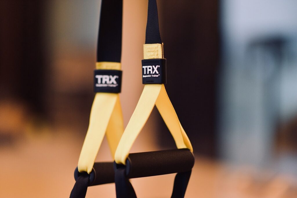 Mit einem Schlingentrainer Set deckst Du die Bereiche Kraft, Ausdauer, Koordination und Balance ab.