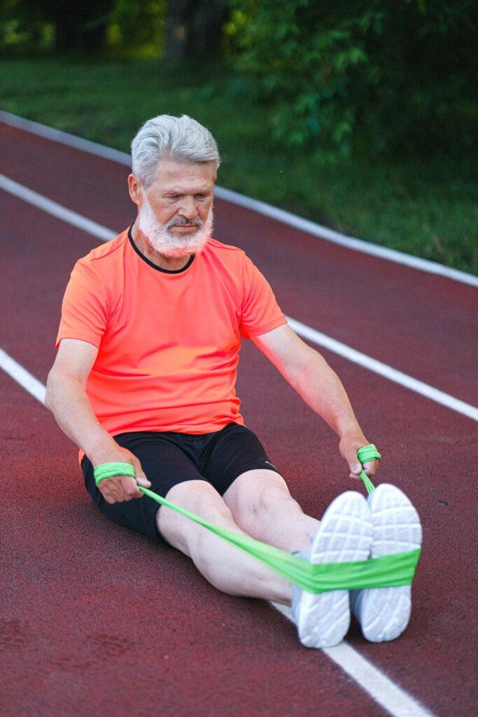 Sportbänder lassen sich vielseitig beim Training einsetzen und sind hilfreich bei der Regeneration nach Sportverletzungen.