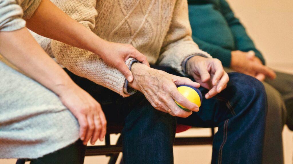 Auch wenn er früher hauptsächlich zu Rehabilitationszwecken eingesetzt wurde, ist er heute ein Gerät, das von vielen auch beim Fitnesstraining genutzt wird, um die Kernmuskulatur zu stärken.